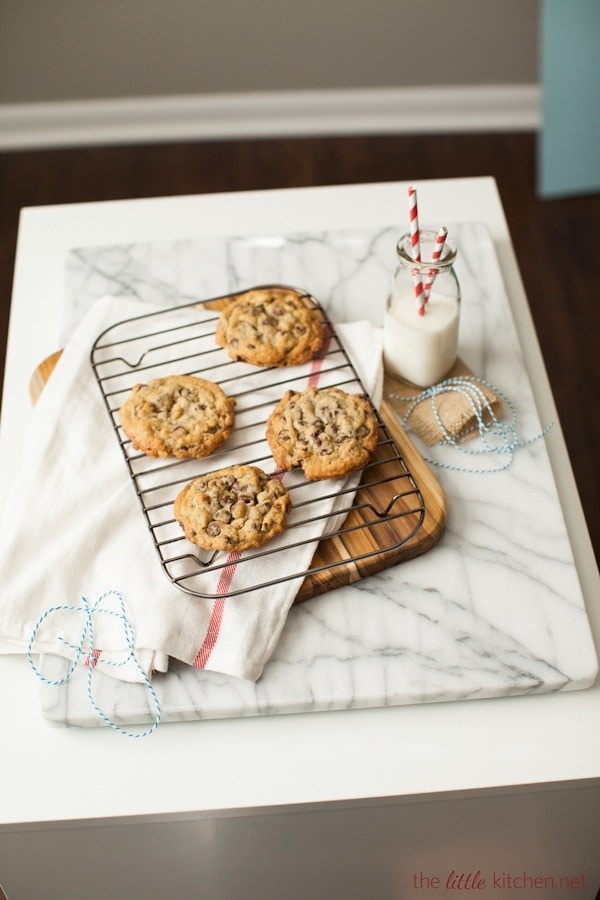 Doubletree Hotel Copycat Chocolate Chip Cookies Recipe | the little ...