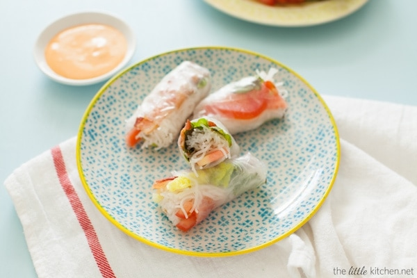 Bacon, Lettuce & Tomato (BLT) Spring Rolls with Sriracha Mayo Dipping Sauce from thelittlekitchen.net