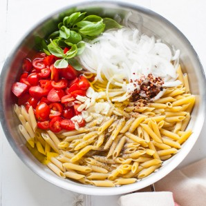 One Pot Linguine Pasta with Tomato & Basil from thelittlekitchen.net